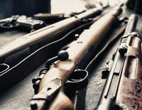 Wapenvondst, wapens, agenten met machinepistool