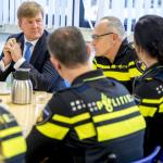 Koning Willem Alexander bezoekt politie Woerden