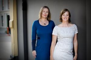 Petra Oldengarm (links) en Liesbeth Holterman zetten brancheorganisatie Cyberveilig Nederland momenteel op de kaart. (Foto: Arenda Oomen)