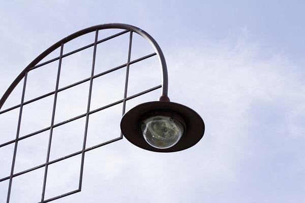 camera in een lantaarnpaal