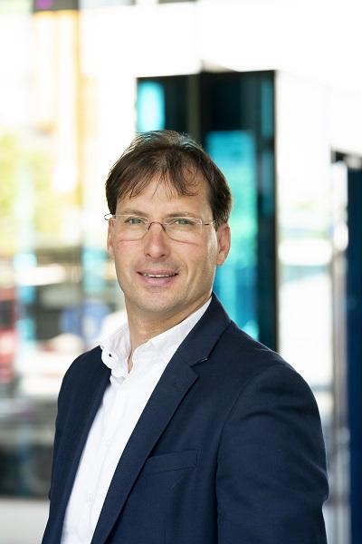 """Marc van der Linden, CEO van Stedin Groep en lid van de Cyber Security Raad: """"Je kunt veel afvangen door techniek, maar uiteindelijk zijn de medewerkers je beste filters."""" (Foto: Arenda Oomen Fotografie)"""